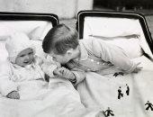 """الأمير تشارلز يحتفل بعيد ميلاد شقيقته الأميرة """"أن"""" الـ71 بصورة من طفولتهما"""