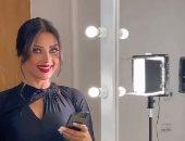"""رضوى الشربينى تداعب جمهورها من كواليس برنامجها على أنغام """"برضة بتوحشنى"""".. فيديو"""