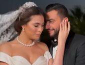 """هاجر أحمد تغازل زوجها بفيديو من فوتوسيشن الفرح: """"لا أستطيع رفع عينى عنك"""""""
