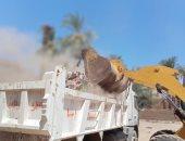 رفع 49 طن مخلفات صلبة وأتربة بقرى إسنا وإزالة بناء بدون ترخيص فى أرمنت.. صور
