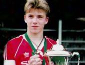 بيكهام يحتفل بالذكرى الـ25 لأجمل أهدافه من منتصف الملعب فى البريميرليج.. فيديو