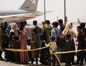 طائرات عسكرية تطلق بالونات حرارية فى مطار كابول لتحذير داعش.. فيديو