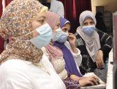طلاب المرحلة الأولى يتوافدون على معامل التنسيق بجامعة المنيا لتسجيل الرغبات.. صور