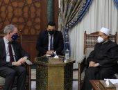 الإمام الأكبر لسفير السويد: المنح الدراسية وتدريب الأئمة بالأزهر ينشر التسامح