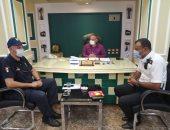 رئيس مدينة الأقصر يناقش مع رجال الأمن حل مشكلة شارع مدرسة الصنايع.. صور