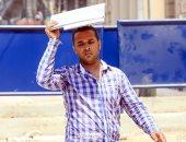 بالجورنال والشمسية.. المصريون يتغلبون على ارتفاع درجات الحرارة