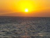 الشمس والبحر.. شاهد جمال شواطئ البحر الأحمر وقت الشروق (صور)
