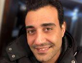 """محمد درويش صاحب الأداء الصوتى لشخصية بكار طبيب فى مسلسل """"الحرير المخملى"""""""