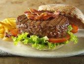 خبيرة تغذية تحذر من تناول الوجبات السريعة من البطاطس والبرجر غير الطازجة