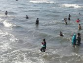 """شاطئ بورسعيد يتجمل لاستقبال المصيفين.. وخدمات مجانية لذوى الهمم """"فيديو"""""""