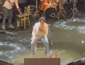 محمد منير يتألق ويسحر الجمهور بحفله على المسرح الروماني.. فيديو