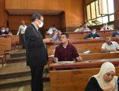 240 طالبا يؤدون امتحانات الماجستير المهني MBA بجامعة سوهاج.. صور