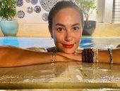 """هند صبري تودع الصيف بإطلالة مميزة من حمام السباحة: """"باي باي"""""""