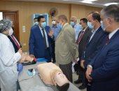 رئيس جامعة دمياط يستقبل لجنة فحص كلية الطب