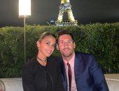 سهرة رومانسية لـ ميسى وزوجته أمام برج إيفل