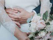 خدت قلبى وكل الخير.. أب يوقع على زفاف ابنته بالدموع (فيديو)