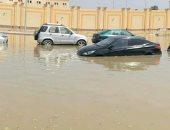 مياه الصرف تغرق شوارع التجمع الخامس وتعيق حركة السيارات والمارة.. صور