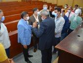 رئيس جامعة دمياط يتفقد تطعيم الطلاب والطالبات بلقاح كورونا.. صور