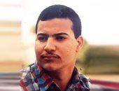 تسلم إيد اللى خلانى أضحك.. بيومى فؤاد يسخر من صورته فى شبابه وقبل الشهرة