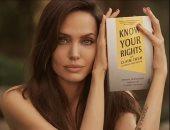 """أنجلينا جولى تطرح كتابًا عن حقوق الطفل بعنوان """"اعرف حقوقك وطالب بها"""""""