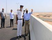 محافظ جنوب سيناء يتابع كوبرى شرم الشيخ دهب وأعمدة الإنارة.. صور