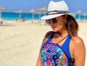 برنيطة وكاش مايوه.. هند صبرى تودع الصيف بجلسة تصوير على الشاطئ