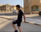 ميسي المصري.. الطفل الأسطورة حاوى كرة القدم بشوارع أكتوبر