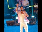 أحمد سعد يشارك الجمهور صور حفله الغنائى على المسرح الرومانى بمارينا