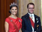 ولي العهد السويدية الأميرة فيكتوريا أنيقة فى فستان ساتان باللون الأحمر.. صور