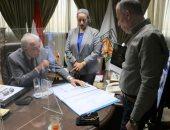 """محافظ جنوب سيناء يبحث تفاصيل إصدار """"كارت السائح"""" الذكى"""