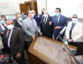 وزيرا التعليم العالى والصحة ورئيس جامعة القاهرة يتابعون تطعيم الطلاب بلقاح كورونا