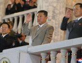جنود كوريون شماليون يحطمون الطوب برؤوسهم أمام كيم كونج أون.. فيديو