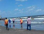 تفاصيل إنقاذ 6 أشخاص بينهم فتاة من الغرق فى شاطئ بورسعيد.. صور ولايف