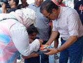 سلم كيس القمامة وخذ هدية.. حملة بالإسكندرية للتوعية بنظافة الشواطئ.. لايف وصور