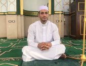 """""""غنام"""" إمام مسجد بالعريش يبدع فى المديح وتلاوة القرآن بصوت المشاهير.. صور"""