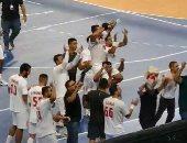 كيف احتفل رئيس الزمالك مع اللاعبين عقب الفوز على الأهلى بالسوبر الأفريقي لكرة اليد