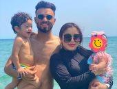 """رحلة استجمام.. صلاح محسن يستمتع مع والدته وزوجته وأبنائه فى البحر """"صور"""""""