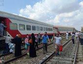 """خروج قطار """"الإسماعيلية - الإسكندرية"""" عن القضبان قبل مدينة الزقازيق.. فيديو وصور"""