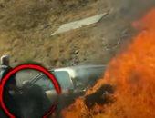 قلبهم ميت.. أمريكيون ينقذون عجوزًا وزوجته من سيارتهما أثناء احتراقها.. فيديو وصور