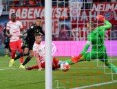 بايرن ميونخ يرتقى لوصافة الدوري الألماني برباعية ضد لايبزيج.. فيديو