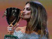 بينيلوبي كروز تفوز بجائزة أفضل ممثلة فى ختام مهرجان فينسيا الـ78