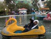 ضحك ولعب وسيلفى كمان.. حركة طالبان تستكشف العالم الأفغانى بالمطاعم والملاهى