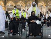 150 شخصا من ذوى الإعاقة وكبار السن يؤدون مناسك العمرة.. صور