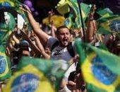 بملابس بيضاء وأعلام.. احتجاجات فى البرازيل تطالب بإقالة الرئيس.. صور