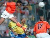 جول مورنينج.. رأسية كلويفرت تمزق شباك البرازيل فى مونديال 98
