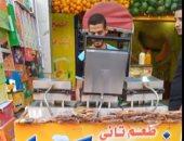إسكندرية بلد البهجة والرزق.. 4 شباب من سوهاج ودمنهور يحولون المصيف لفرصة عمل