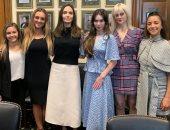 أنجلينا جولى تدعم بطلات جمباز أمريكا بعد شهادتهم بقضية الاعتداء الجنسى.. صور
