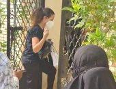 دنيا سمير غانم تزور قبر والدتها دلال عبد العزيز فى أول جمعة بعد الأربعين.. فيديو