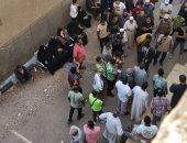 الأهالى ينتظرون خروج جثامين أب و3 من أبنائه من مستشفى بنى سويف التخصصى.. صور