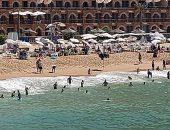 شواطئ الإسكندرية كاملة العدد.. عروس البحر تودع الصيف بأجواء خريفية ساحرة.. لايف وصور